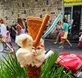 地方自创冰淇凌gelato在陶尔米纳 免版税库存照片