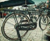 地方风俗汽车和自行车展示芭达亚 免版税库存照片