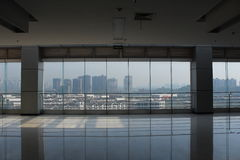 地板对天花板窗口 免版税库存照片