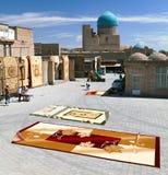 地毯市场在布哈拉 库存照片