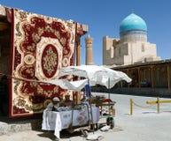 地毯市场在布哈拉 免版税库存照片