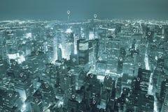 地点或地图别针平在蓝色口气城市scape上 免版税库存照片