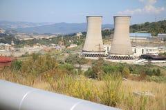 地热能量生产, Larderello在意大利 免版税库存照片