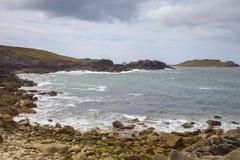 地狱的风大浪急的海面咆哮, Bryher,锡利群岛,英国 免版税库存照片