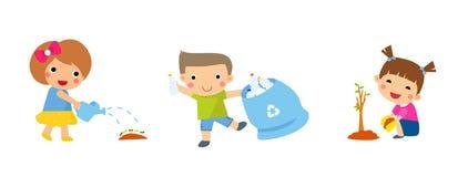 地球保存 回收废物 孩子种植了年轻树 女花童浇灌 免版税库存图片