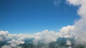 地球和云彩的看法从飞机的窗口 股票视频