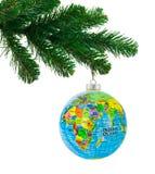地球和圣诞树 免版税库存照片