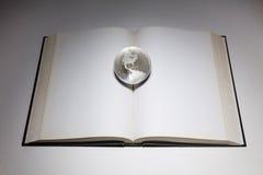 地球和开放书 库存图片