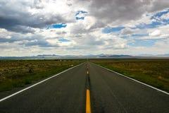 地球外的高速公路-状态路线375 免版税库存照片