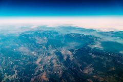 地球天际飞机视图  库存照片