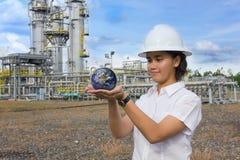 地球工程师女性藏品范围年轻人 免版税库存照片