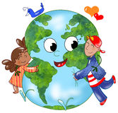 地球拥抱的孩子 免版税库存图片