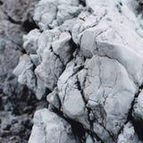 从地球推的裂化的岩石 免版税库存图片