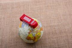 地球有电话亭帆布背景 免版税库存照片