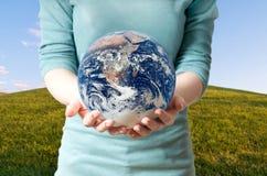 地球环境女孩回收保存 图库摄影
