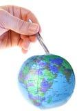 地球现有量镊子 免版税库存图片