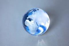 地球的克里斯特尔地球在计算机上的 免版税库存图片