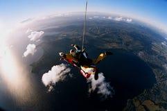 地球落的跳伞运动员 图库摄影