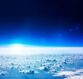 地球鸟瞰图。深蓝天空和云彩。 免版税库存图片