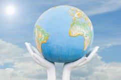 地球,在人力现有量的地球 免版税图库摄影