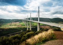 地球,米约高架桥,法国上的最高的桥梁 库存图片