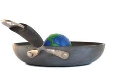 地球fryng全球平底锅温暖 免版税库存照片