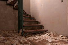 地窖在去除墙纸以后 图库摄影