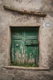 地窖意大利人的老门 免版税库存照片