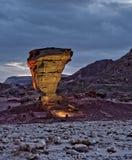 地质公园向timna扔石头 库存照片