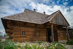 地道乌克兰村庄房子 免版税库存照片