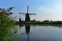 地道历史的风车在小孩堤防,联合国科教文组织世界遗产名录站点的一汇集 库存图片