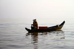 地道越南渔夫在海 免版税库存图片