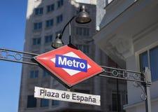地铁中止在Plaza de EspaA±aa马德里 库存照片
