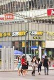 地铁出口在一个密集的商店地区,上海,中国 库存照片
