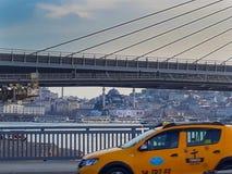 地铁和Unkapani桥梁伊斯坦布尔 免版税图库摄影