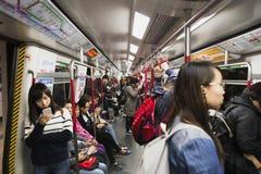 地铁在香港很多人民 免版税库存图片