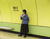 地铁在香港很多人民 库存照片