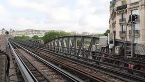 地铁在pont de Bir Hakeim桥梁的火车timelapse 股票录像