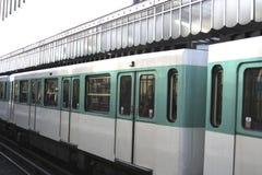 地铁巴黎培训 免版税图库摄影