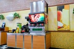 地铁快餐餐馆内部 地铁是主要卖大三明治的美国快餐餐馆特权 图库摄影