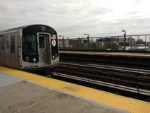 地铁拉扯入驻地的, N火车,第36条大道, Astoria,女王/王后, NYC, NY,美国 免版税图库摄影