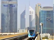地铁火车在迪拜阿拉伯联合酋长国 免版税库存照片