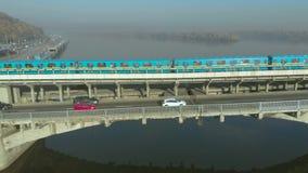 地铁移动横跨桥梁地铁的,基辅 影视素材