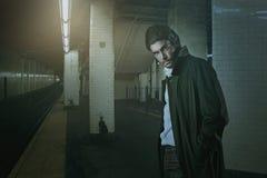 地铁站的典雅的吸血鬼 免版税库存照片