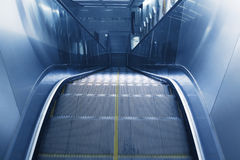 地铁站的自动扶梯 图库摄影