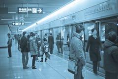 地铁等待 免版税库存照片