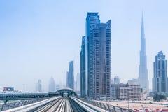 地铁线在迪拜 免版税库存照片