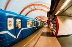 地铁车站是Obvodny运河 荷兰男人飞行堡垒保罗・彼得・彼得斯堡餐馆俄国圣徒 9月03日 2017年 免版税图库摄影