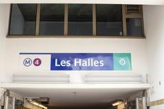 地铁车站的名字在巴黎09/06/2016 库存图片