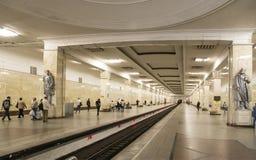 地铁车站PartizanskayaIt被写用俄语在莫斯科,俄罗斯 它在18被打开了 01 1944年 免版税图库摄影